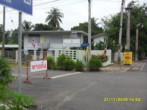 Photo: rechts rum führt die Krabi Road aus der Stadt raus (nicht einsehbar)