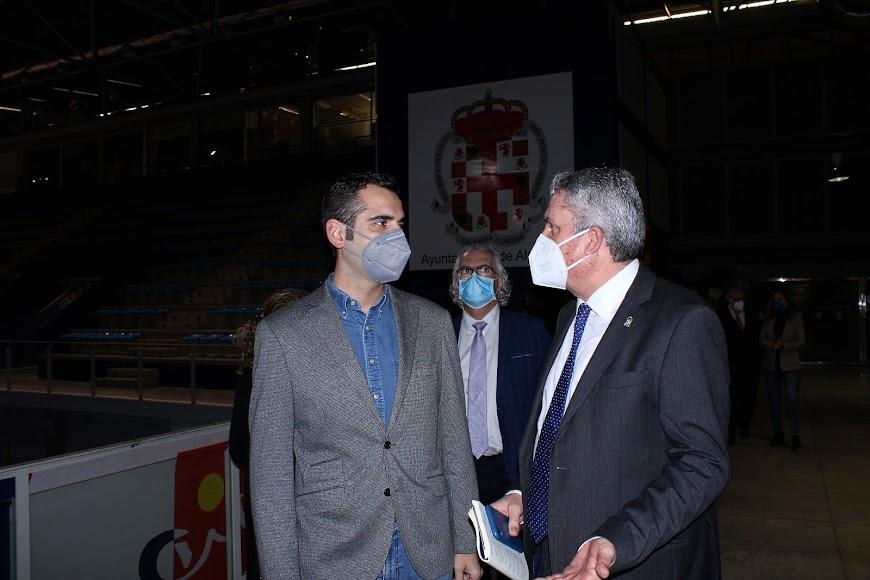El alcalde y el delegado de Salud.