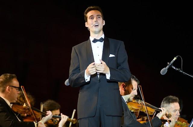El tenor Juan de Dios Mateos durante su interpretación de 'O sole mio', que mereció una gran ovación.