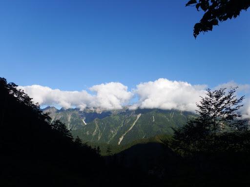 気がつくと笠ヶ岳に雲