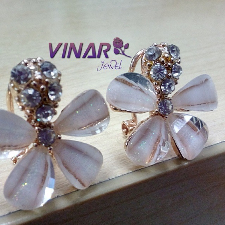 Crystal Geranium Five Petal Charming with austrian stone & Gold Plated (Never Fade) by Vinar Jewel