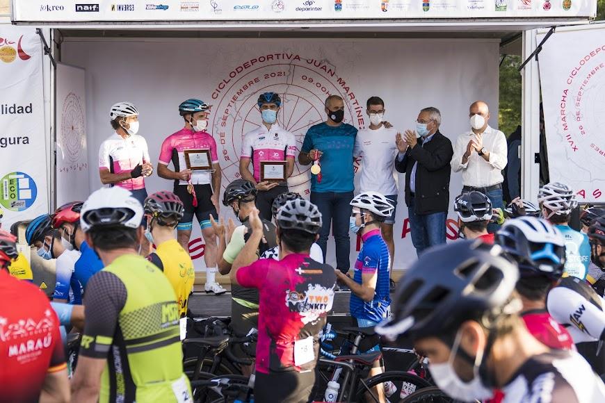 El podio con los más grandes de la carrera.