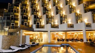 Fachada del Hotel CH Cabo de Gata.