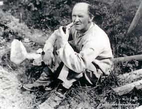 Photo: Mejeriet 1930-tal. Hjul-Erik från Nederhyttan kom ibland till mejeriet och järnvägsstationen för att hämta gods i sin dyngkärra.