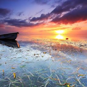 Keep Floating by I Komang Windu - Transportation Boats ( sunrise )
