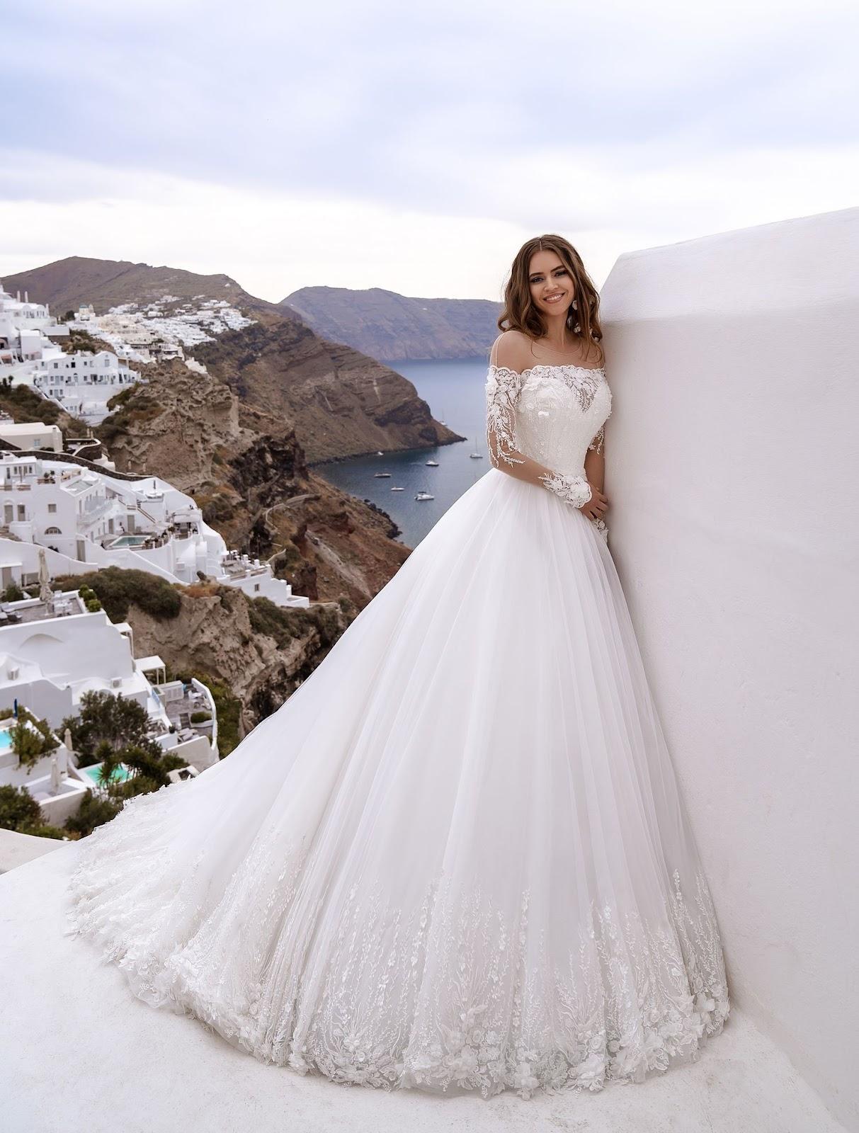 Красива пишна весільна сукня