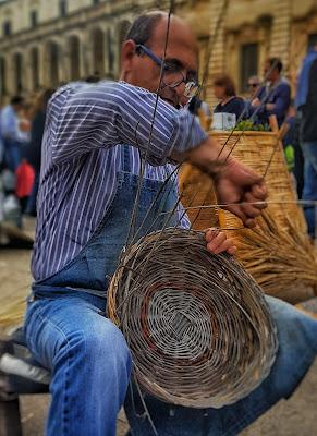 Artista cestaio in Puglia di steconte
