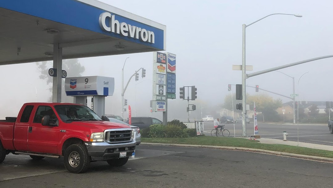 Johnny Quik Food Store / Chevron Gas Station - Gas Station