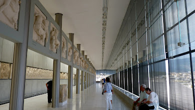 Photo: The metal pillars surrounding the central core are the same number as the pillars of the Parthenon