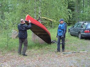 Photo: Kanootin nosto hartioille -demo.