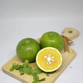 Fresh Orange by Rizaldy Rizkie - Food & Drink Fruits & Vegetables ( oranges, fruits, healthy, jeruk, healthy eating, fresh )