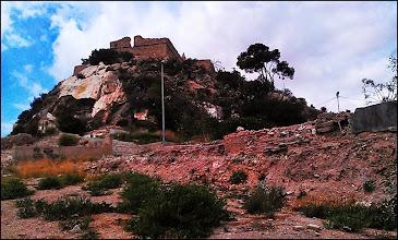 Photo: MONTE SACRO  - l'ancien quartier, très ancien d'ailleurs avec beaucoup de ruines, et qui sert pour l'instant de parking