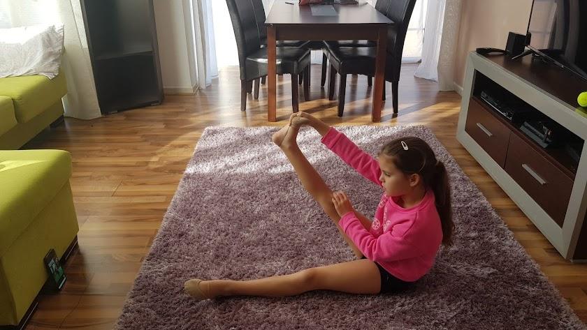 Las alumnas de la Escuela Costarítmica siguen entrenando en casa.