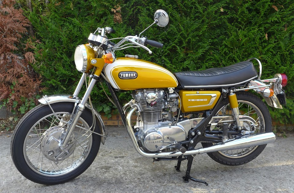 Left side of the Yamaha 650 XS1B restored by Machines et Moteurs.