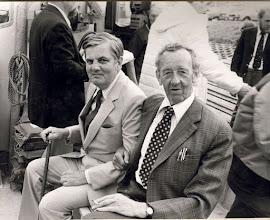 Photo: 1980 Ole Fyldepen Olsen og Poul Trykfejl ombord i båden, som transporterede GOR-medlemmerne frem til roklubben på den årlige inspektionstur. Foto Fyens Stifstidende