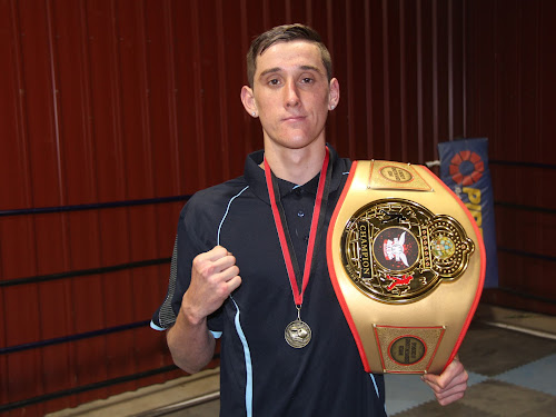 Narrabri boxer Shannan Davey with the Fight Wright Boxing Queensland fight night fighter of the night belt.