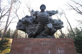 Photo: Sovietų paminklas Antrojo Pasaulinio Karo herojams.  Soviets monument to remember the heroes of WW2.