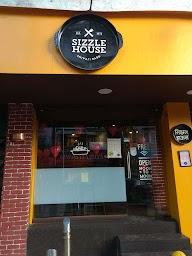 Sizzle House photo 16