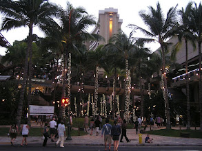 Photo: C1240028 O'ahu - Honolulu - wieczor na Kalakaua Av
