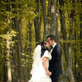 by Cristi Vescan - Wedding Bride & Groom