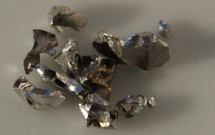 Kim loại Iridium.