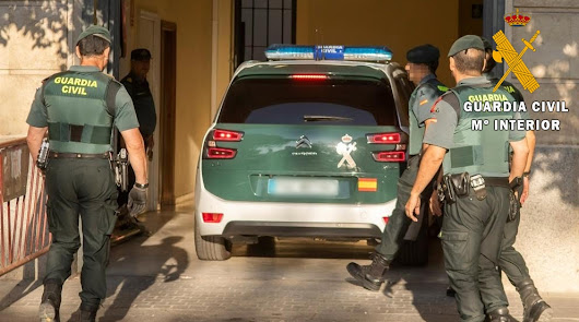 Guardia Civil irrumpe en una fiesta ilegal de 300 personas en cortijo de Cuevas