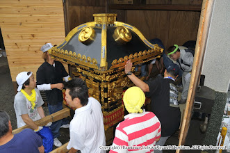 Photo: 【平成21年(2009) 宵々宮】  神輿の蔵出し。