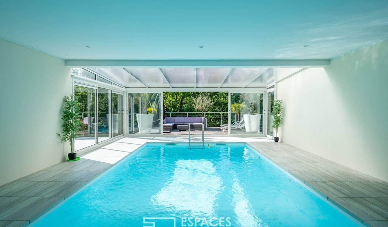 Maison avec piscine et terrasse Bouchemaine