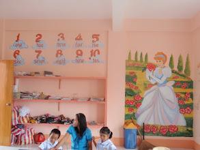 Photo: Mamburaon koulun seinämaalauksia