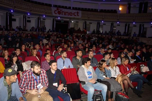Los asistentes llenaron el Teatro Cervantes con ocasión del I Congreso eCommerce.