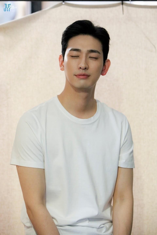 Yoon-Park-New-Profile-Photo-Behind-Shooting-Scene-12