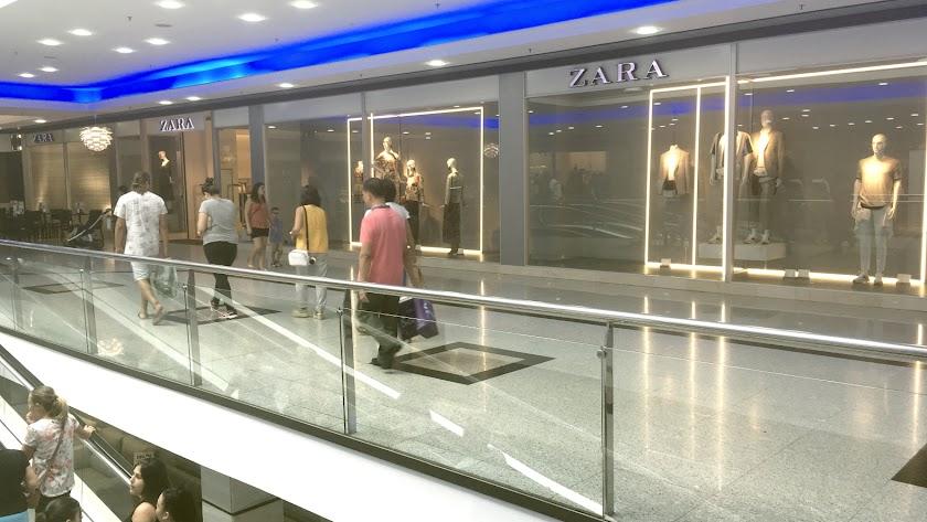 Zara  en el Centro Mediterráneo es el mascarón de proa del Grupo Inditex en la provincia, que ha optado por cambiar de centro comercial.