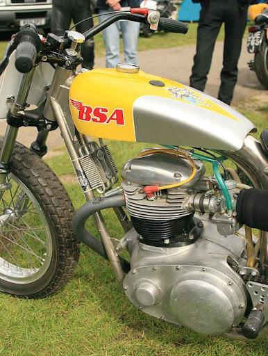 Moteur de BSA A 70 montée dans une partie cycle spéciale.