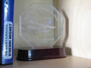 Photo: Trophée reçu lors du rassemblement national des Pou du Ciel en 2006
