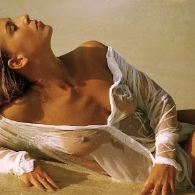 sun bitting by Faisal Thoha - Nudes & Boudoir Artistic Nude