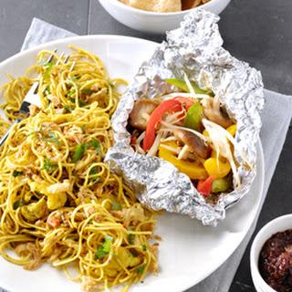 Ketjapbami en BBQ-groentepakketjes en Gebakken Uitjes