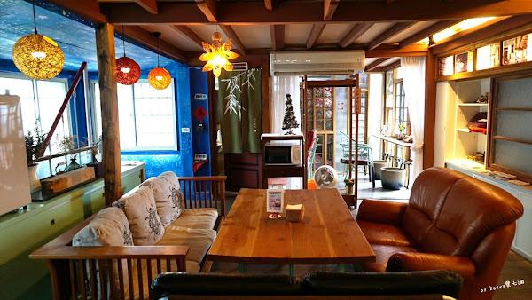 嘉義火車站美食,舊時光新鮮事,嘉義咖哩專賣、日治時代檜木老屋、熱門IG打卡點。