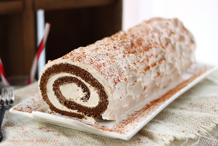 Photo: Gingerbread roll cake {recipe} http://www.roxanashomebaking.com/gingerbread-roll-cake-recipe-25recipestoxmas/  #25recipestoxmas   #holidaybaking   #Christmas   #cakerecipes
