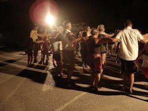Photo: Tánc az iskolaudvaron!
