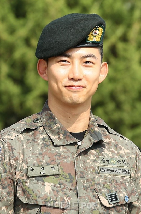taecyeon smile