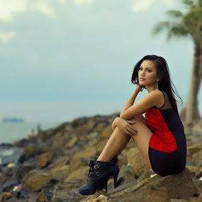 Talking to the Sea by Mas Irvan - People Fashion