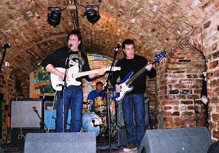 Photo: Grup rapitenc Equus al pub The Cavern de Liverpool. Foto de Lluís Comí.