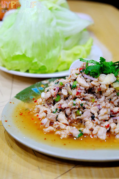 泰國小吃 - 位於民權路上的台中平價泰式料理,推薦超下飯的綠咖哩雞!!泰北辣雞肉清爽好食也不錯~