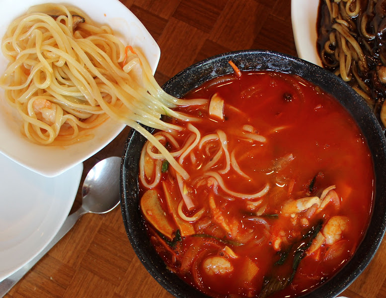 Photo: Jampong (spicy Chinese seafood soup with noodles)