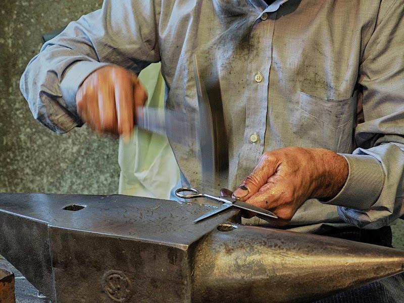 Fabbricare le forbici a Premana di BASTET-Clara