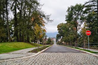 Photo: Mozartova ulice (také jednoměrná bez povolení vjezdu cyklistům) prošla revitalizací a obnovou aleje.