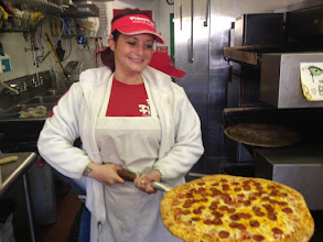Photo: Sarite Cohen serving up more slices.