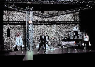 Photo: BURGTHEATER/ Kasino: DOSENFLEISCH von Ferdinand Schmalz. Premiere 18.9.2015. Inszenierung: Carina Riedl. Frida Lovisa Hamann, Timo Hillebrand, Dorothee Hartinger. Copyright: Barbara Zeininger