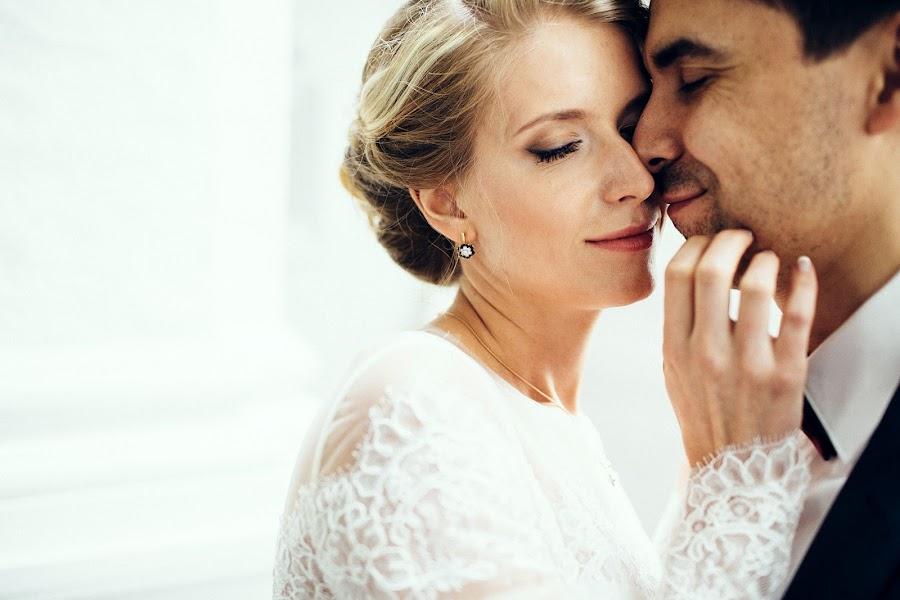 Wedding photographer Vasiliy Tikhomirov (BoraBora). Photo of 17.12.2015