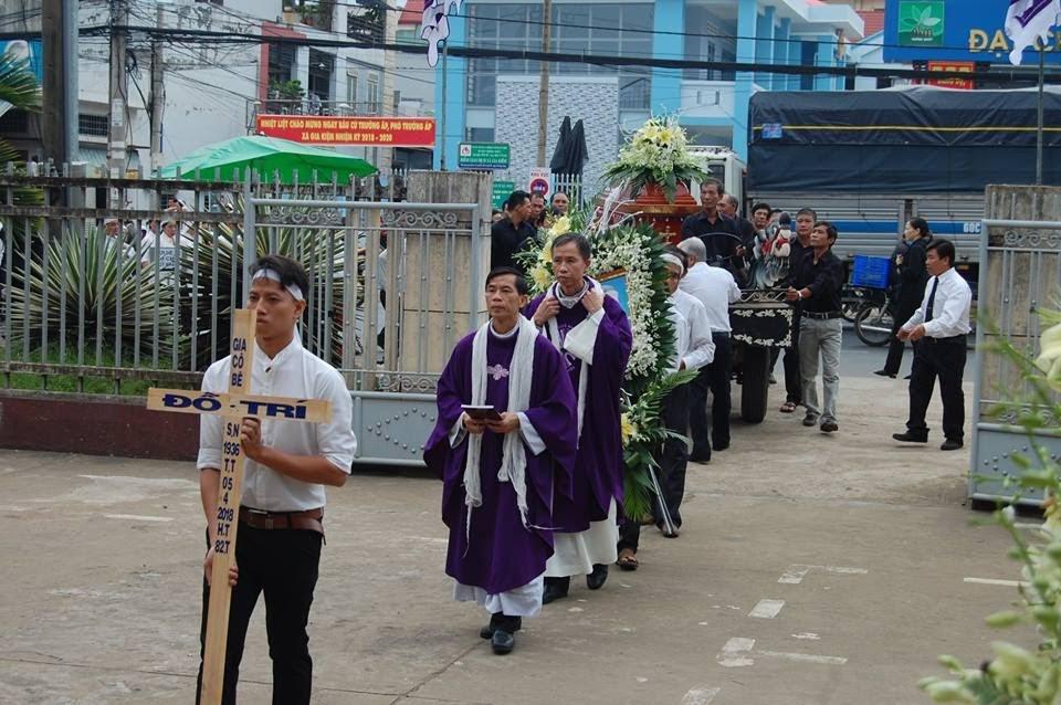 Lễ an táng ông cố Giacobe Đỗ Trí có đến 3 Đức Cha, hơn 300 linh mục - Ảnh minh hoạ 5
